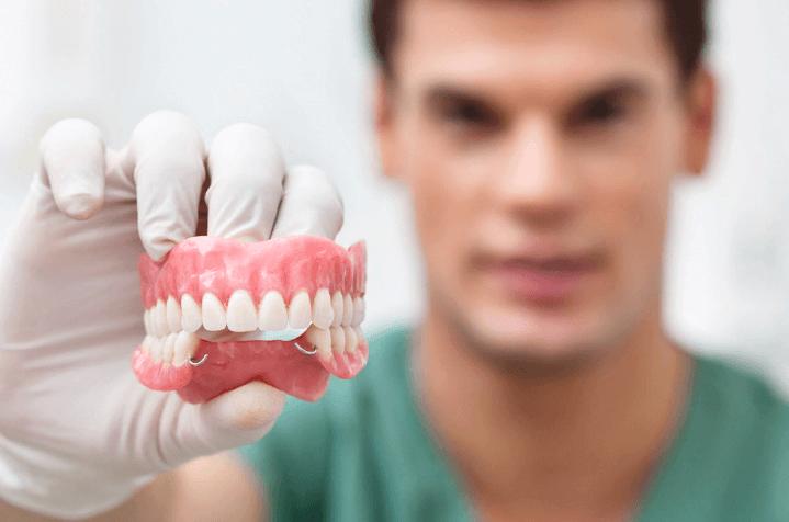 Акриловые съемные зубные протезы